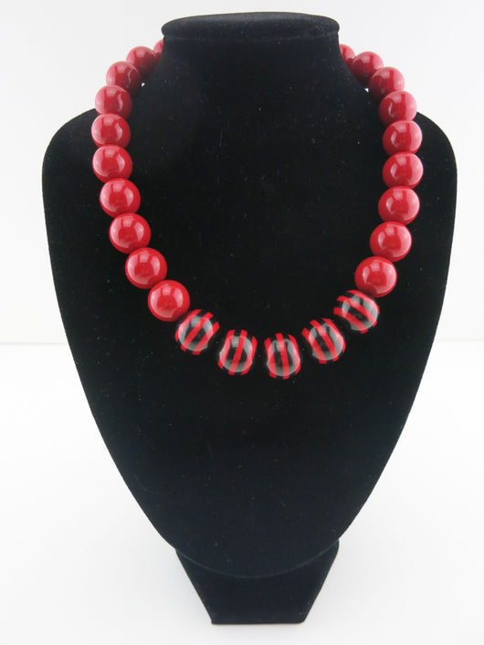 Counter Culture Republic - Chunky Graduated Striped Necklace in Red & Black