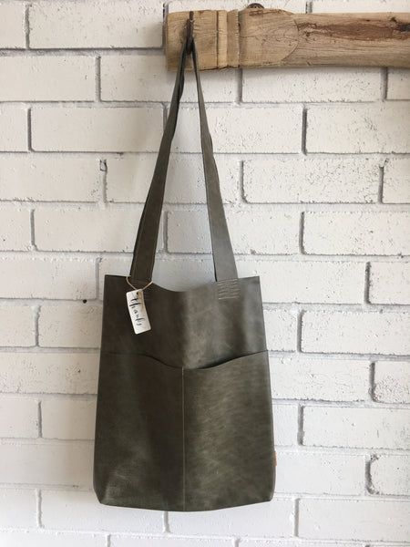 LEATHER TOTE | Moss