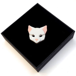 Cat Head Brooch (Snow White)  by Sstutter