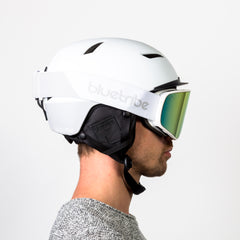 Zijaanzicht van de Bluetribe Scratch skihelm Light Grey