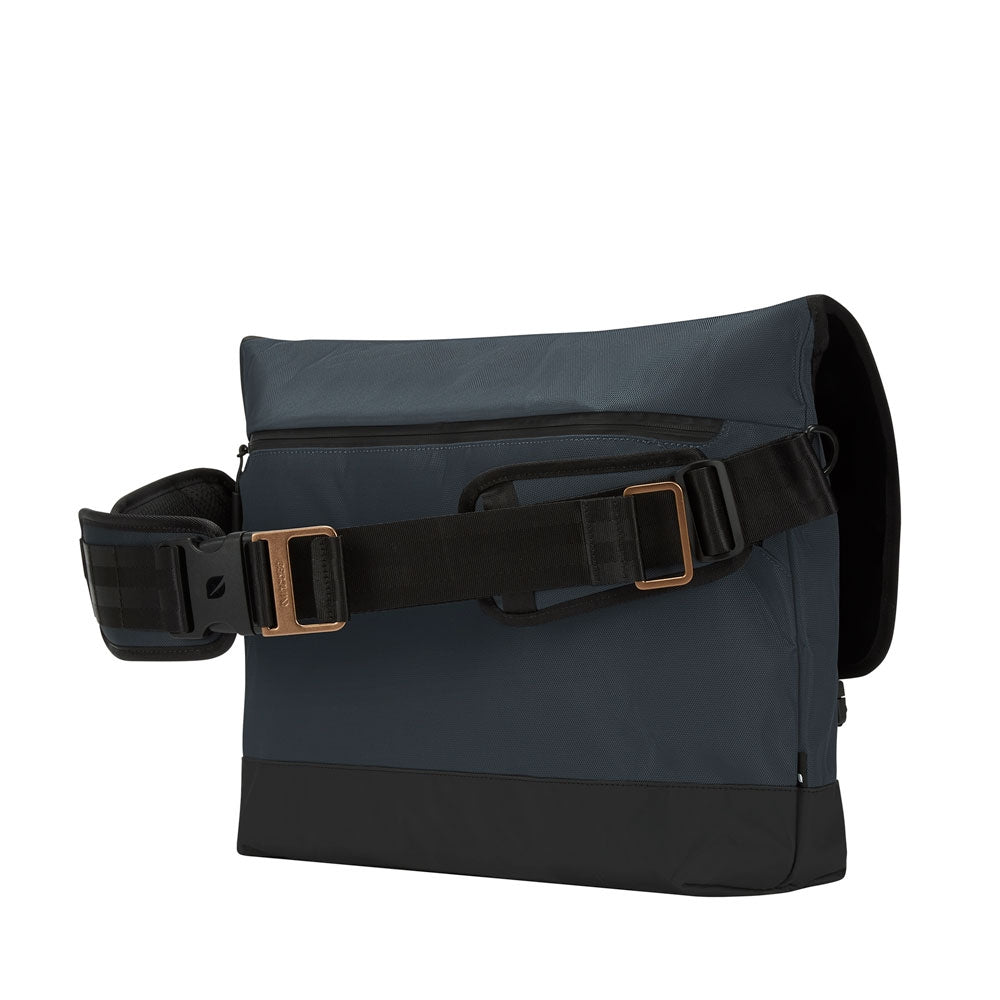 Incase Sport Field Messenger - Navy