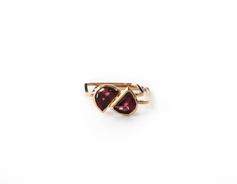 .Miri garnet gold ring