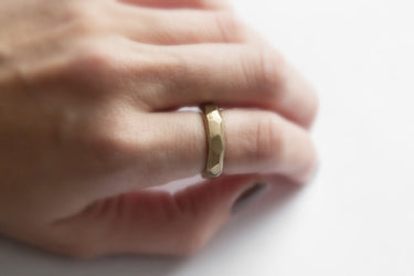 products/LONGING_RING_MODEL.jpg