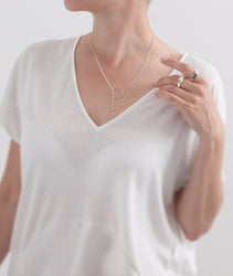 products/SILVER_UNION_NECKLACE_MODEL.jpg