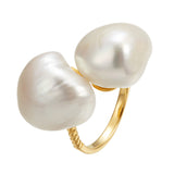 Odd soul baroque pearl ring