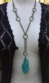 Tousled feather necklace