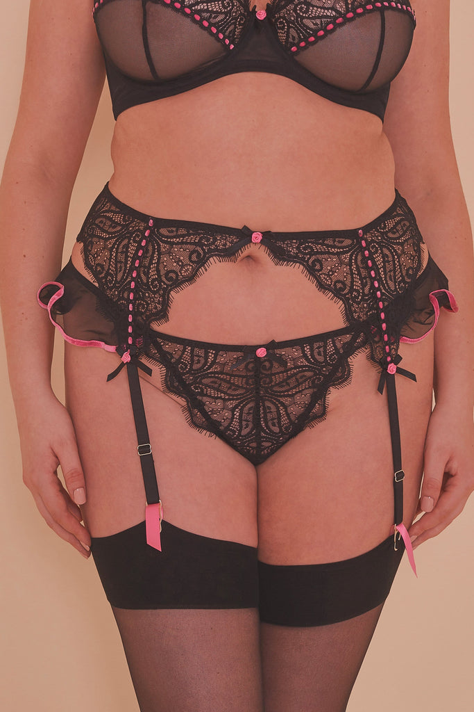 Monica Ribbon Slot Suspender Belt Curve