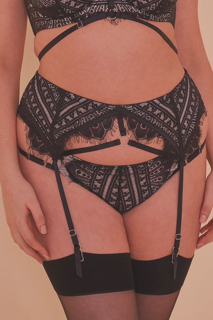 Sky Pearl Lace Harness Curve Suspender Belt