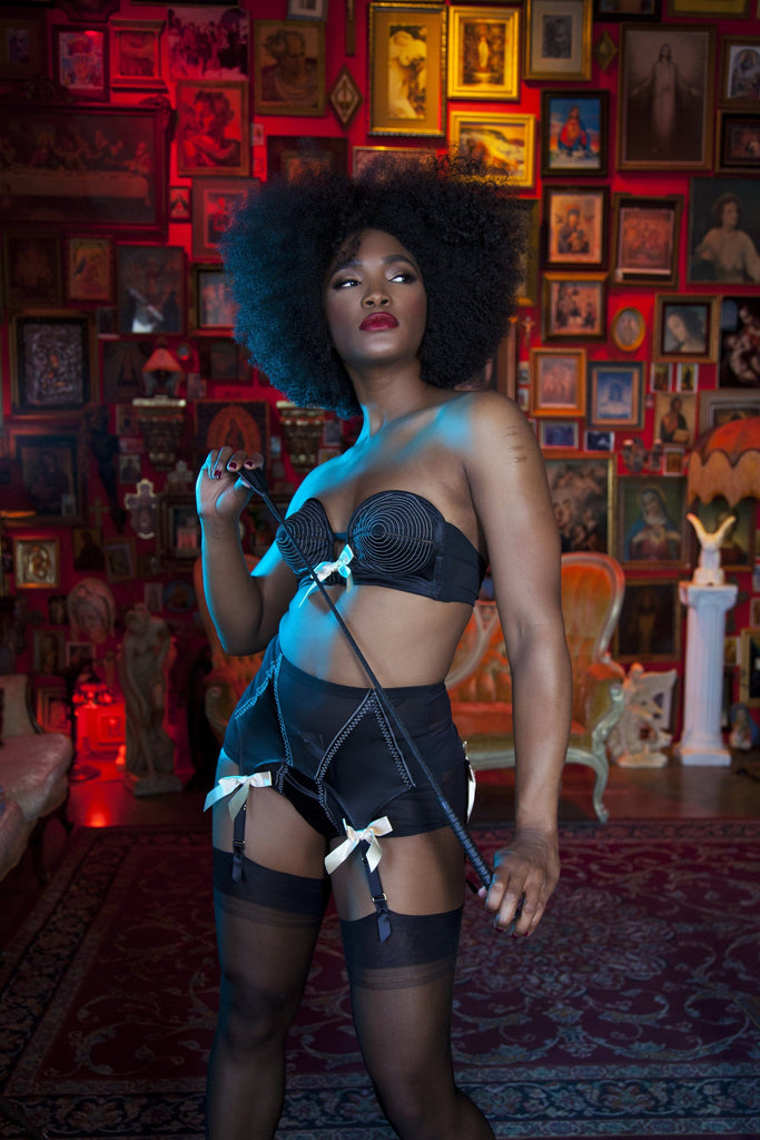 Bettie Page Black/Peach 4 Strap Suspender Belt