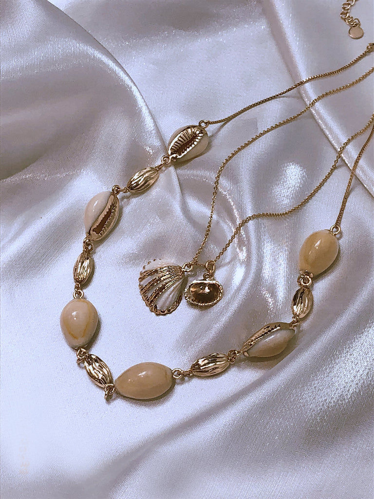 GLOW SOCIETY Ocean Breeze Collection - Symmetrical Cowrie Shells Necklace
