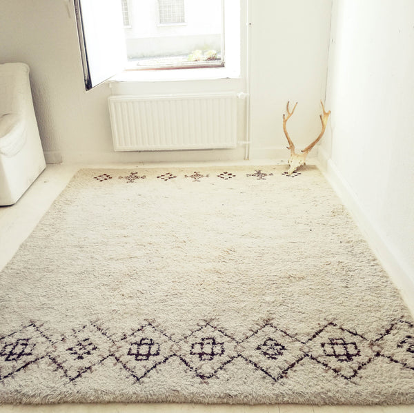 Oddhaus Vintage Luxembourg Vintage Beni Ourain berber rug 100% virgin wool geometric off-white color geometric patterns