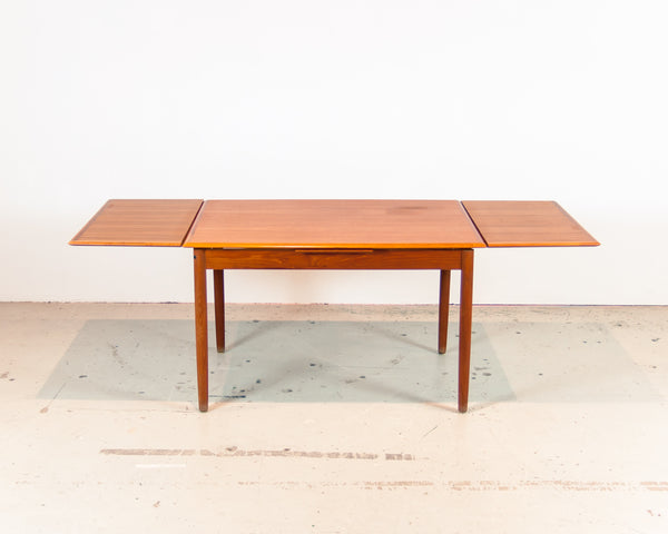 § Scandinavian Dining Table
