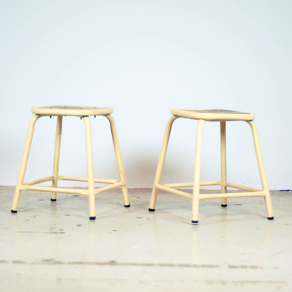 Oddhaus Vintage Furniture Luxembourg Tabourets d'Atelier Industriel
