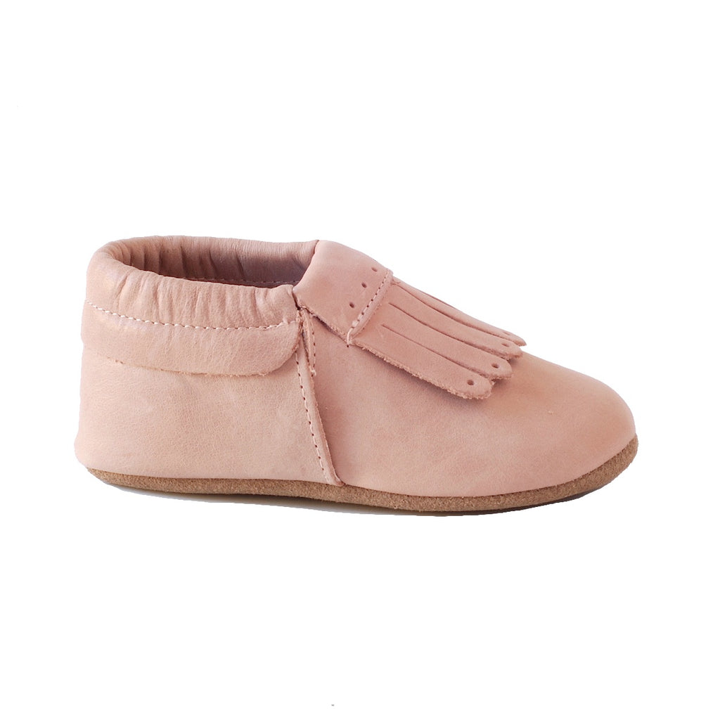 Baby leather shoes with tassels. Sizing guide for babies and toddlers aged  1 year to 2 years old