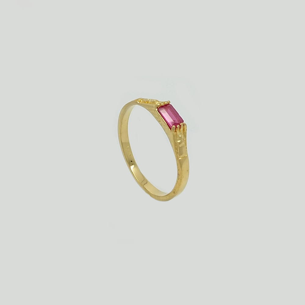 Band Ring in Yellow Gold Filled with Red Gemstone