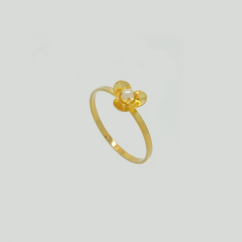 Flower Ring in Yellow Gold Filled with Pearl