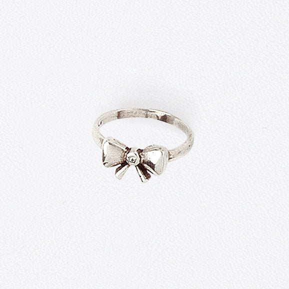 Bow Midi Ring in Aged White Gold Filled with Gemstone