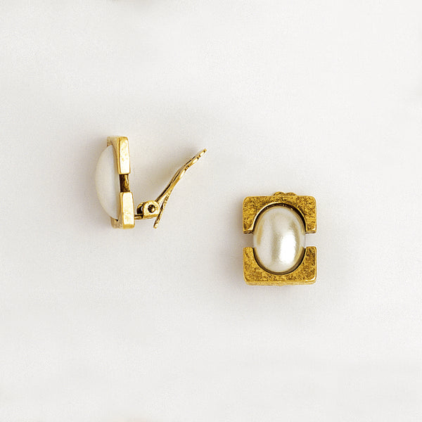 Clip Earrings in Aged Yellow Gold Plated & Pearl