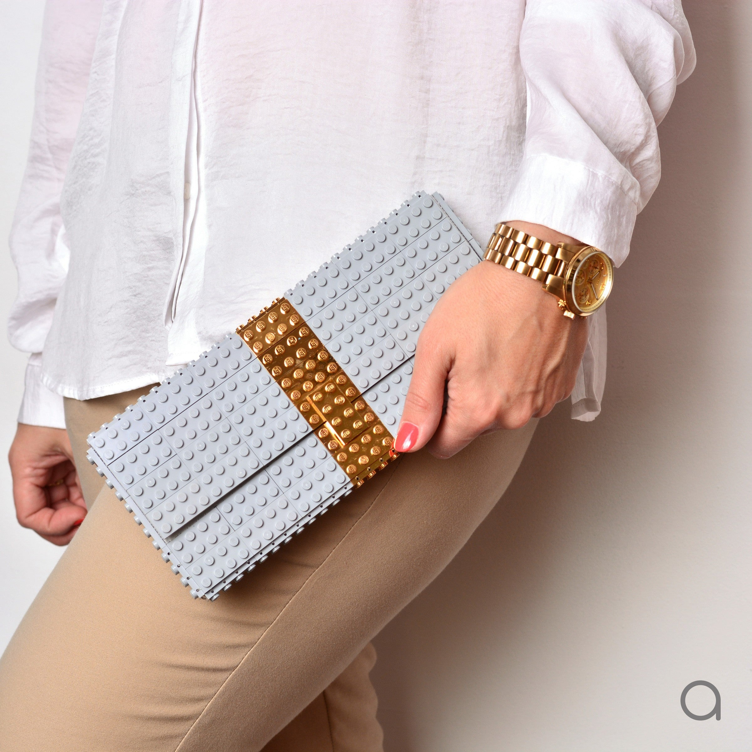 Light grey clutch with goldplated stripe