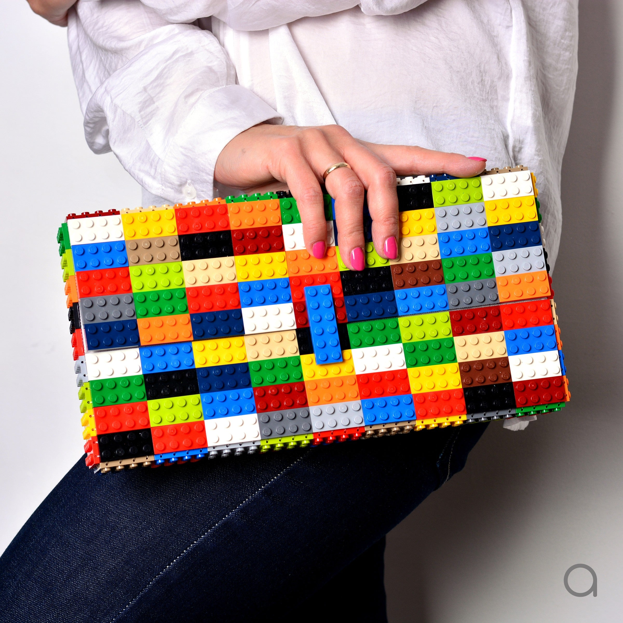 Multicolor oversize bulk clutch