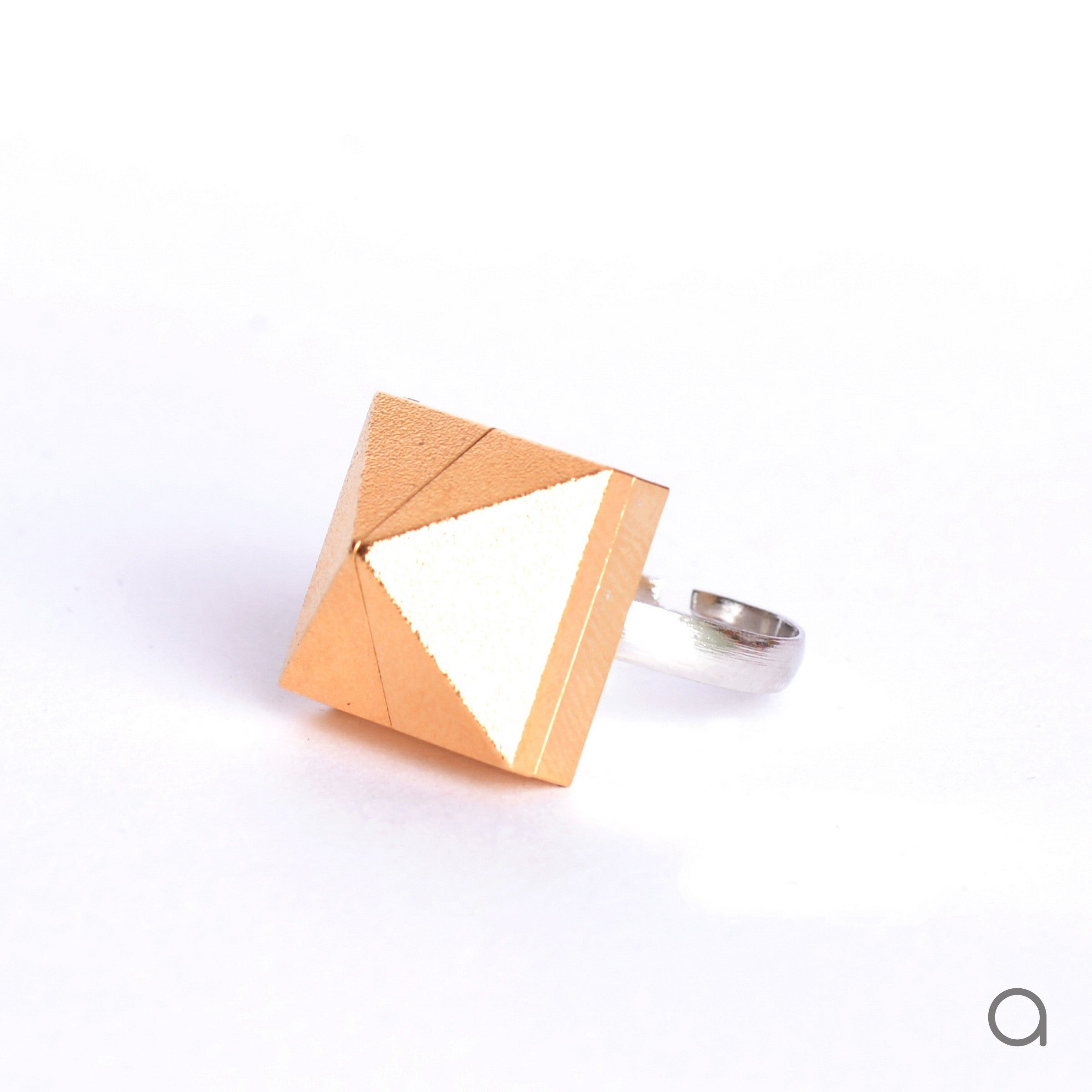 Goldplated pyramid ring