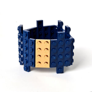 Dark blue flat bracelet with goldplated brick