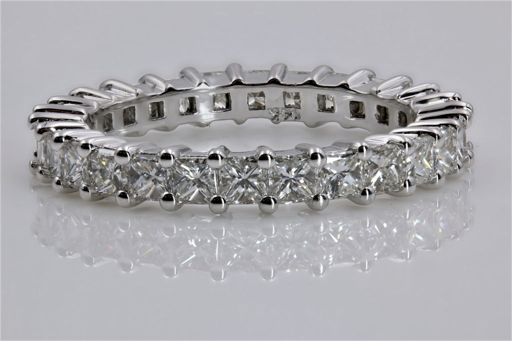 DIAMOND ETERNITY RING IN 14K WHITE GOLD