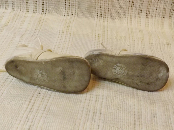 50s Mrs Day's Ideal Leather Baby Shoes  White Size Medium - The Blackwolf Shop