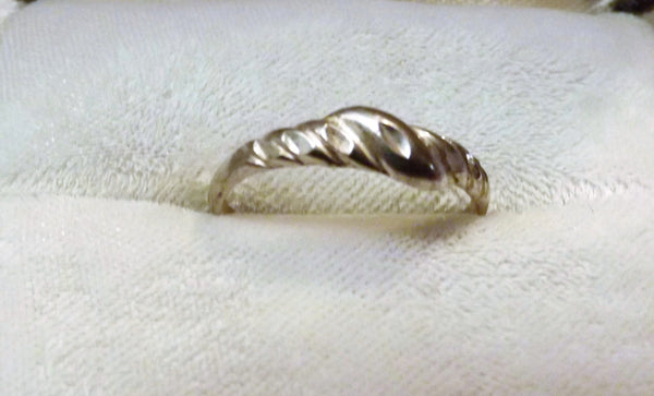 Vintage Simple Wedding Band Hammered Twist Sterling Silver Size 6 - The Blackwolf Shop