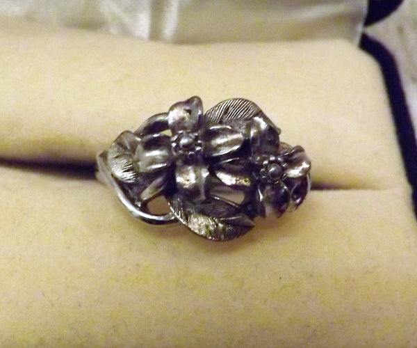 Vintage Avon Jewelry Dark Silver Flower Ring with Adjuster Size 7 - The Blackwolf Shop