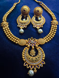MATTE GOLD BLOSSOM NECKLACE