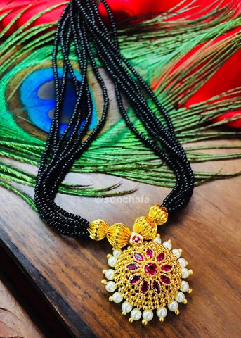 GOLDEN ADORABLE MANGALSUTRA CUM THUSHI