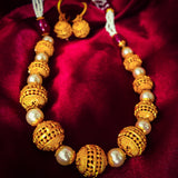 MATT GOLDEN BEADS PEARL NECKLACE