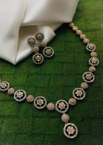 BEAUTIFUL FLORET DESIGN NECKLACE