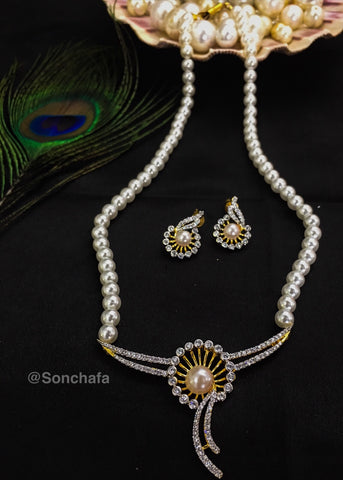 FASHINOABLE SILVER PEARL NECKLACE
