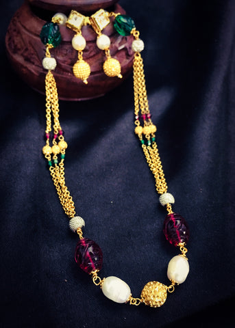 GOLDEN CHAIN WITH CRYSTAL NECKLACE