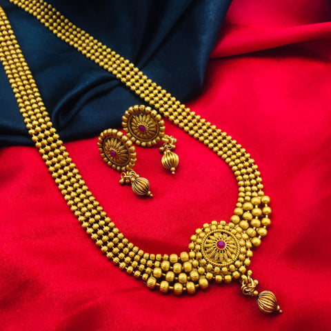 MATTE GOLDEN BAEDS NECKLACE