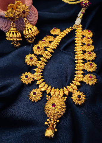 TRADITIONAL FLORAL NECKLACE