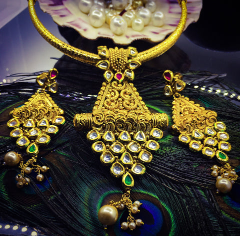 CLASSY GOLD PLATED KUNDAN STUDDED NECKLACE SET