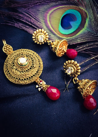 CIRCULAR ANTIQUE PENDANT SET