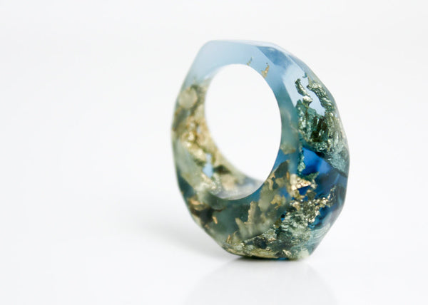 blue pointy size 8 eco resin ring with soft facets featuring gold metallic flakes