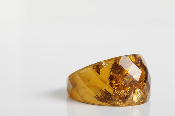 size 8 | round faceted eco resin statement ring | rich brown with metallic gold flakes