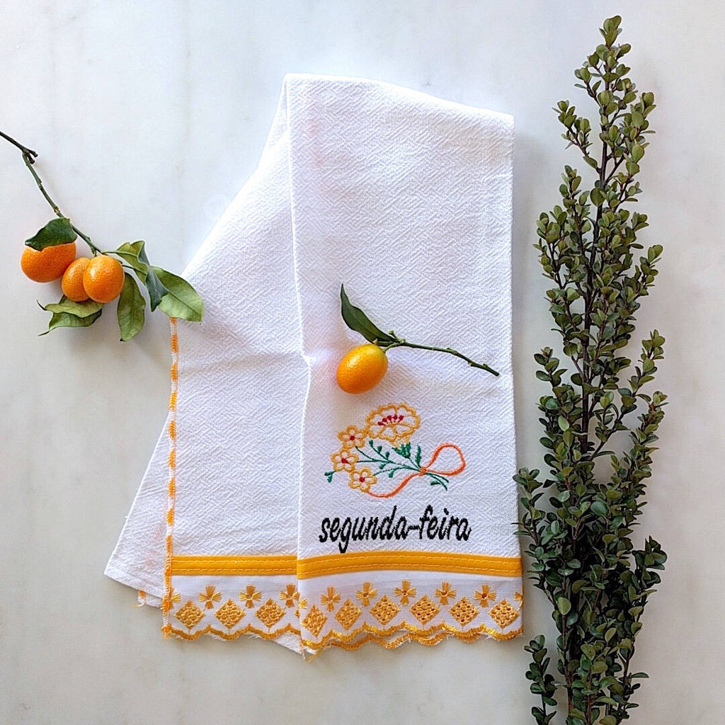 kitchen towel themed with orange trim and day of the week: Segunda-Feira
