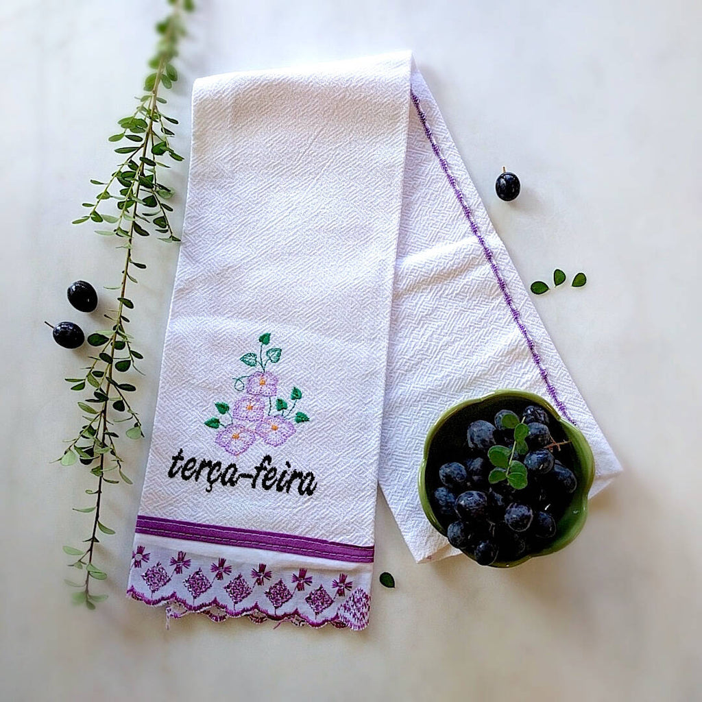 kitchen towel themed with purple trim and day of the week: Terça-Feira