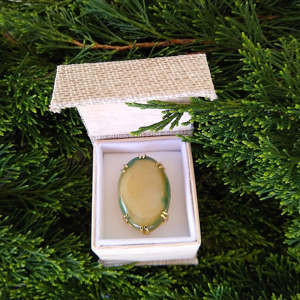 agate cocktail ring as seen in the gift box