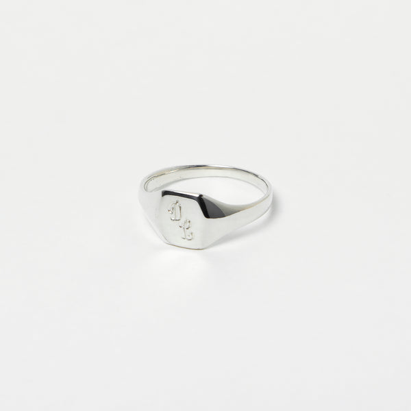 Pijama Signet Ring in Sterling Silver
