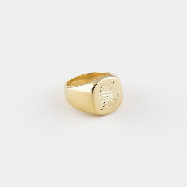 Bold Signet Ring in Gold