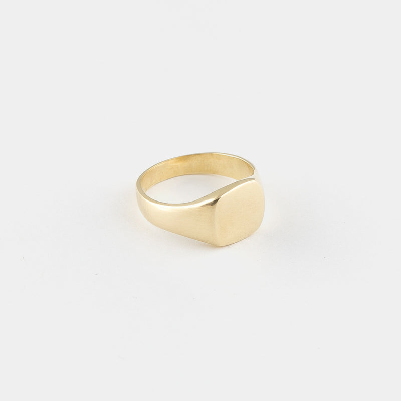 Luis Signet Ring in Gold