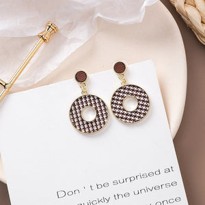 Elegant Black and White Houndstooth Plaid Velvet Earrings