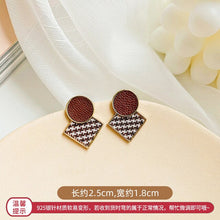 Load image into Gallery viewer, Elegant Black and White Houndstooth Plaid Velvet Earrings